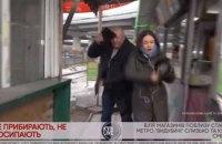 """Біля метро """"Видубичі"""" в Києві на журналістку в прямому ефірі напав невідомий"""