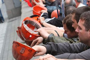 Шахту Ахметова блокують учасники мітингу за федералізацію, - прес-служба
