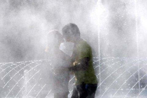 В Україні найближчими днями збережеться спекотна погода із грозами