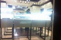 Неизвестный с оружием ограбил ювелирный магазин во Львове