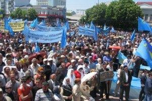 Мирний мітинг кримських татар у Бахчисараї намагалися зірвати військовими вертольотами