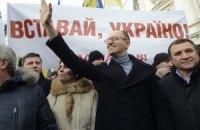 """Яценюк считает """"регионалов"""" перепуганными, а Януковича главной проблемой"""