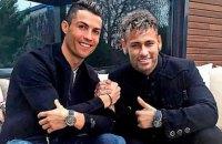 Роналду и Неймар в рамках рекламной кампании провели дуэль на световых мечах