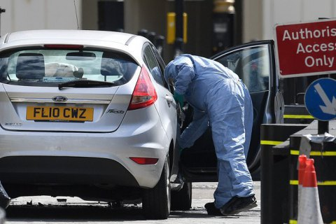 Британська поліція провела обшуки за трьома адресами після вчорашньої спроби теракту