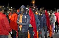 Более 600 беженцев на лодках хотели попасть в Испанию, их пришлось спасать