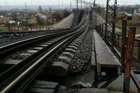 """""""Метінвест"""" почав відновлення зруйнованого моста в Маріуполі"""