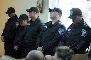Милиция готовится вынести Суслова из зала заседаний