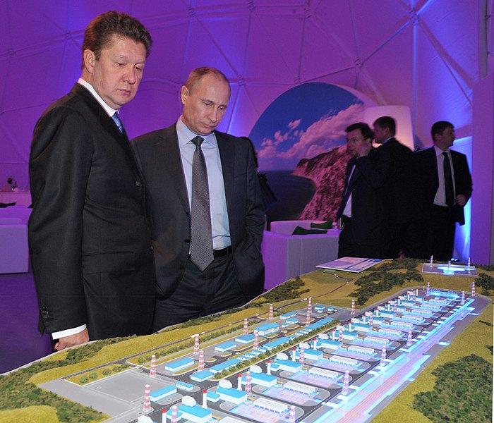 Президент России Владимир Путин и глава Газпрома Алексей Миллер на выставке, посвященной запуску газопровода *Южный поток*