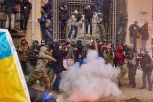 Прокуратура визнала 27 журналістів потерпілими під час штурму Адміністрації президента