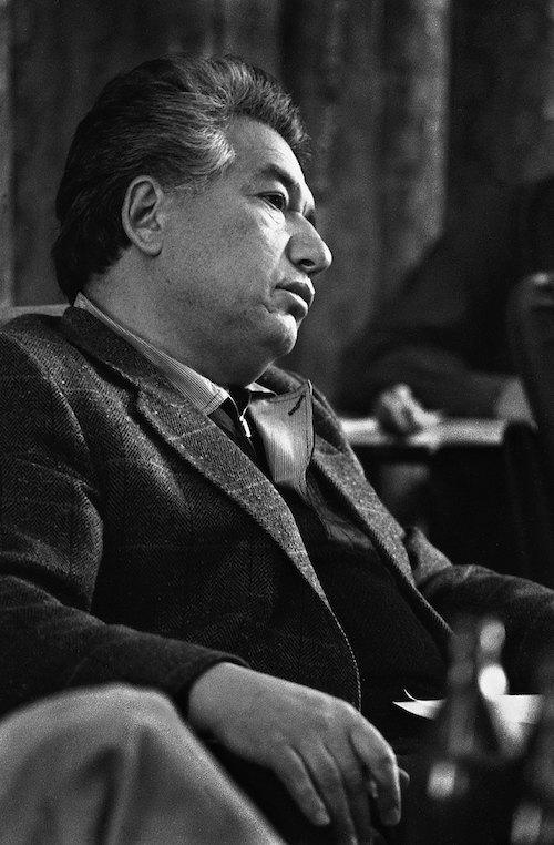 Чингиз Айтматов во время одного из заседаний Первого Иссык-Кульского форума, 1986 г