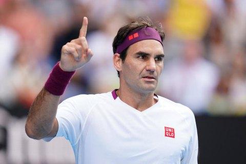 Федерер нецензурно выругался на корте, получил предупреждение и испепелил взглядом линейного судью