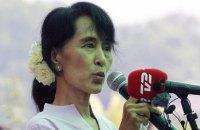 """Лидер оппозиции Мьянмы пообещала возглавить страну, встав """"над президентом"""""""