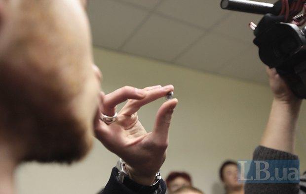Полищук утверждает, что нашел это подслушивающее устройство в своей камере