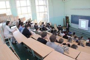 У Табачника наразі не збираються переводити ВНЗ на російську