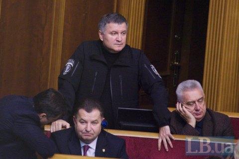 Только трое из зарегистрированных кандидатов открыли счета избирательных фондов, - МВД
