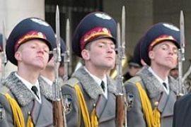 В гвардии президента били солдат
