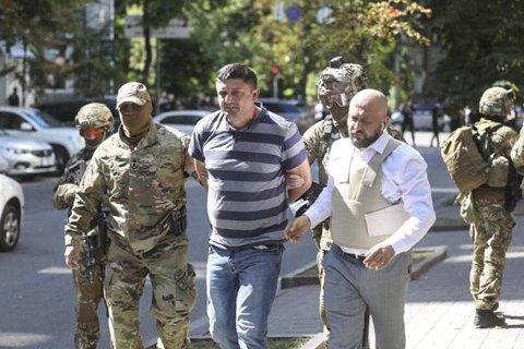Мужчина, который пришел с гранатой в Кабмин, сдался полиции благодаря переговорам со своим другом-волонтером (обновлено)
