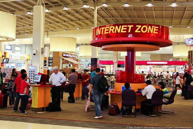 Обычно аэропорты предоставляют услуги выхода в интернет