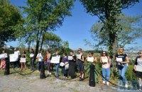 Активисты провели акцию против вырубки деревьев на склонах Старокиевской горы в Киеве