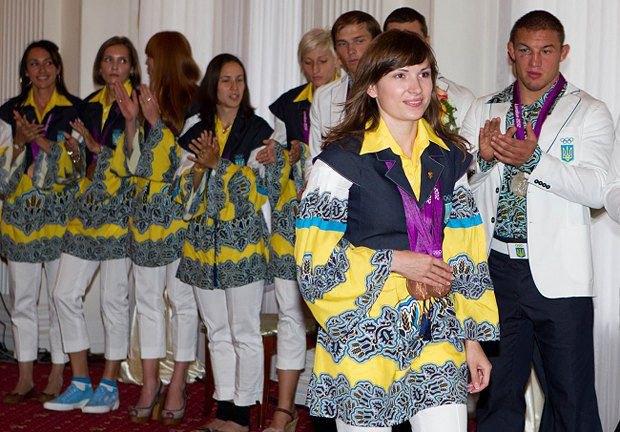 А так выглядела парадная форма наших олимпийцев в Лондоне-2012