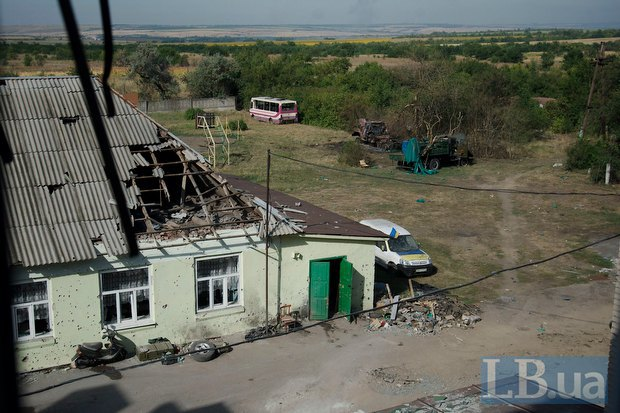 """Так виглядав будинок, біля якого сидів """"Мега"""", після обстрілу"""