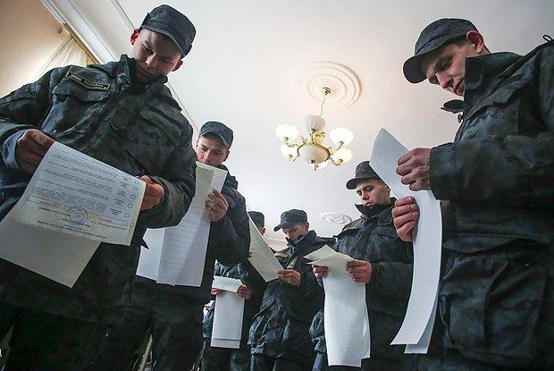Киев. Голосуют бойцы Нацгвардии