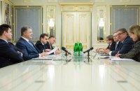 Порошенко призвал не направлять наблюдателей на выборы президента РФ в Крыму