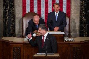 Ключові американські сенатори виступають за постачання зброї в Україну