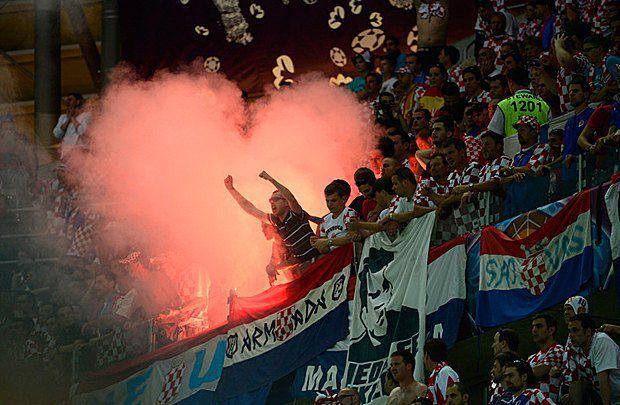 Дим на трибунах хорватських фанатів