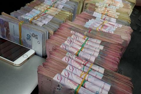 Число украинцев с годовым доходом от 1 млн грн упало на 25%