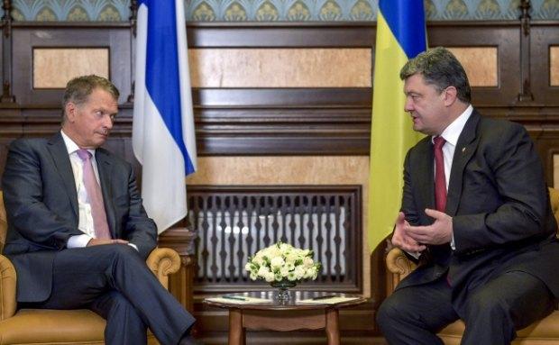Президент Финляндии Саули Нийнистё (слева) и президент Украины Петр Порошенко на встрече в Киеве 16 августа 2014 года