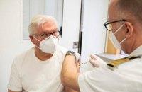 Президент Німеччини зробив щеплення вакциною AstraZeneca