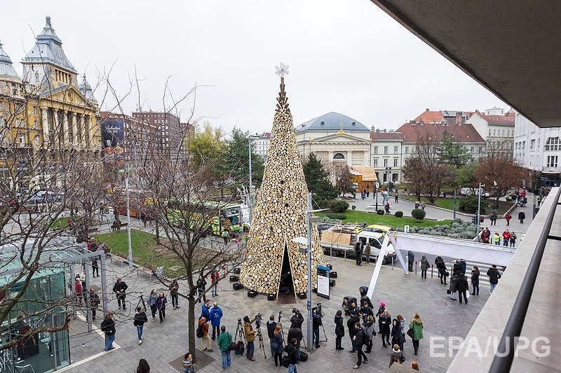 Необычная елка в Будапеште