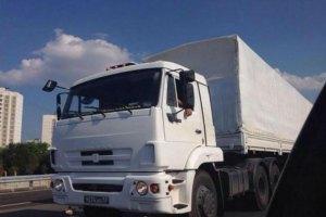 Колонна гуманитарной помощи из РФ получит украинские номера