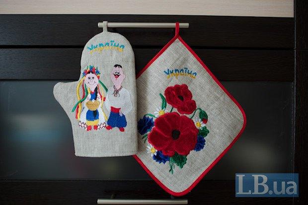 У новому будинку Слава з матір'ю живуть лише місяць - до того півроку жили в шпиталі у Києві, поки Славу лікували