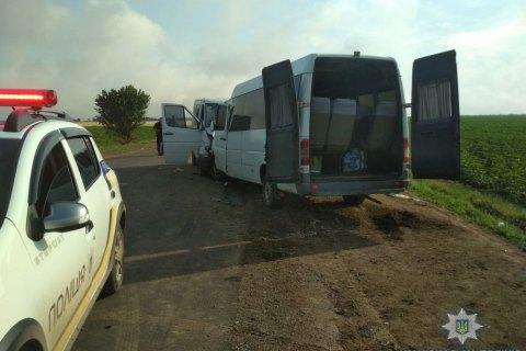 В Одеській області сталося лобове зіткнення маршрутки і мікроавтобуса