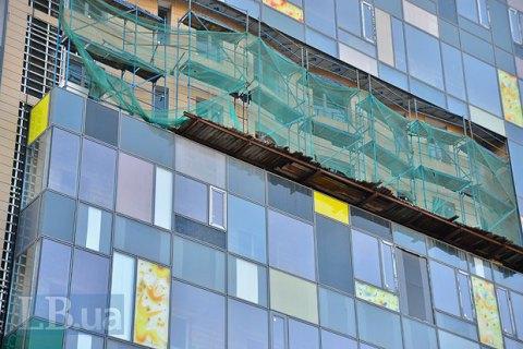 """В новом корпусе """"Охматдета"""" полопались фасады из-за того, что не была выполнена гидроизоляция кровли"""