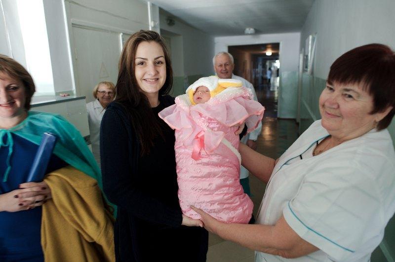 Аліса та її новонароджена Злата