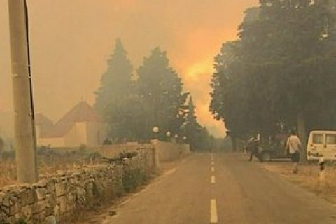Українська авіація приступила догасіння масштабних пожеж вЧорногорії