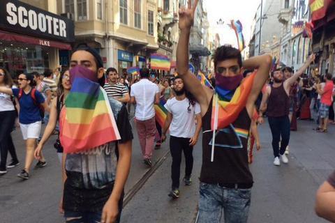 В Анкаре появились плакаты с призывами к убийству геев