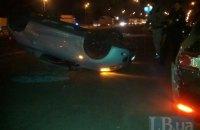 В Киеве в результате ДТП перевернулся редкий родстер