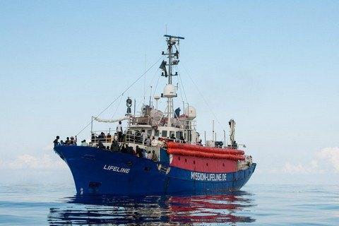 Іспанія, яка прийняла перше відкинуте Італією судно з мігрантами, відмовилася прийняти друге