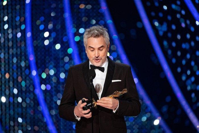 """Альфонсо Куарон с """"Оскаром"""" за """"Рому"""" в номинации """"Лучший иностранный фильм"""""""