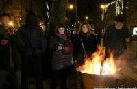В Одессе в поддержку задержанных активистов зажгли костры под прокуратурой