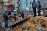 Незаконную стройку на Жилянской снова обносят забором