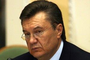 Янукович обещает детям жилье, деньги и семью
