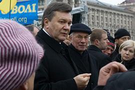 Решение посетить Майдан у Януковича возникло спонтанно, - Азаров