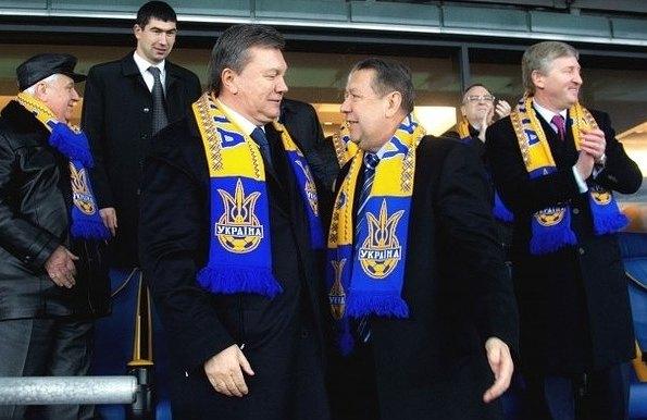 Анатолий Коньков на фоне мимолетных встреч с Гарантом забыл, кто на самом деле рулит украинским футболом. После бегства Януковича ему быстренько напомнили об этом