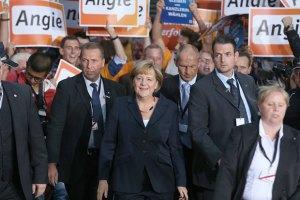 У Німеччині партія Меркель зберегла лідерство на виборах до Європарламенту