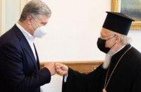 Порошенко зустрівся з патріархом Варфоломієм та взяв участь у святковій літургії